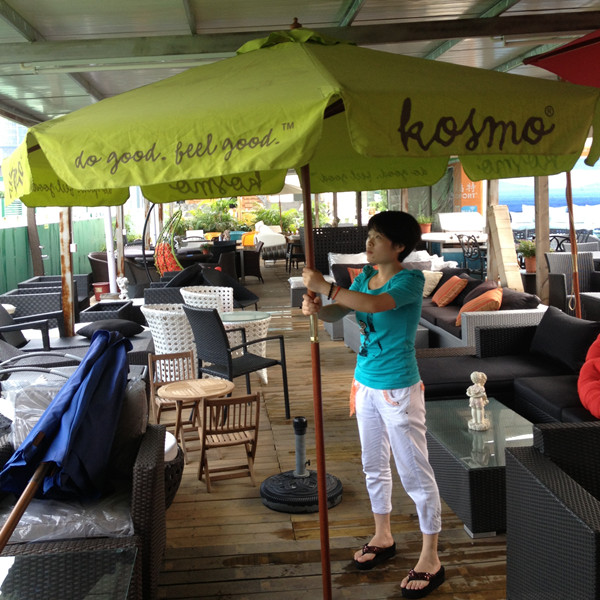 KOSMO咖啡厅使用康福特桌椅和遮阳伞已8年