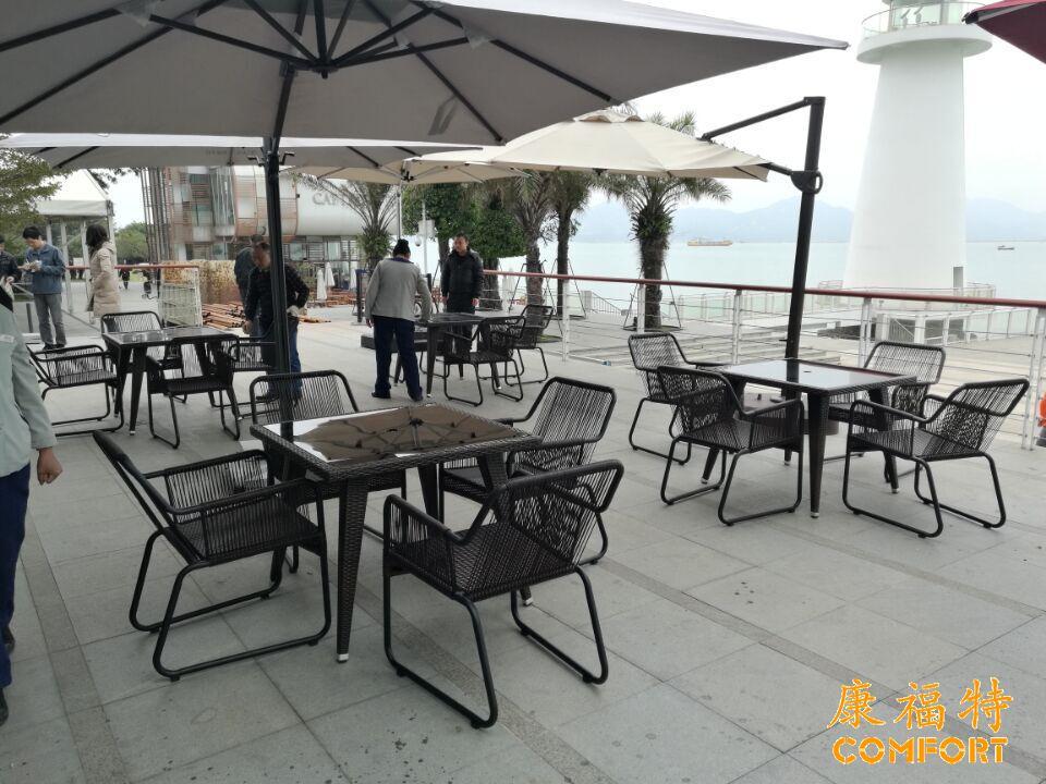 深圳南山半岛城邦会所用大理石桌及休闲藤椅